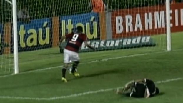 2010: Em jogaço de sete gols, 'hat-trick' de Schwenck garantiu triunfo do Vitória sobre Atlético-MG de Ricardinho