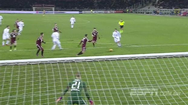 Tempo real: QUE CHANCE! Bacca passa de letra para Bertolacci, que bate em cima do goleiro Hart