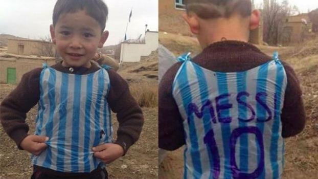 Menino afegão que fez camisa de Messi com sacola plástica encontra o ídolo