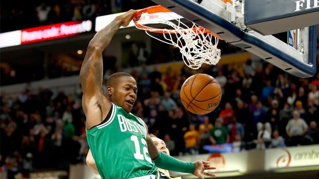 A 5s do fim e perdendo, Celtics roubam bola a vencem Pacers com enterrada no contra-ataque