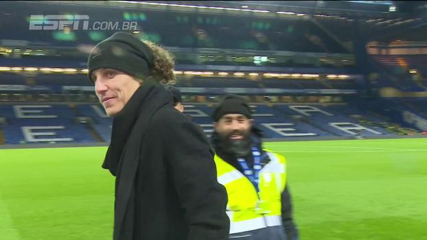 Barrado por Conte na vitória do Chelsea, David Luiz permanece em silêncio: João Castelo Branco explica