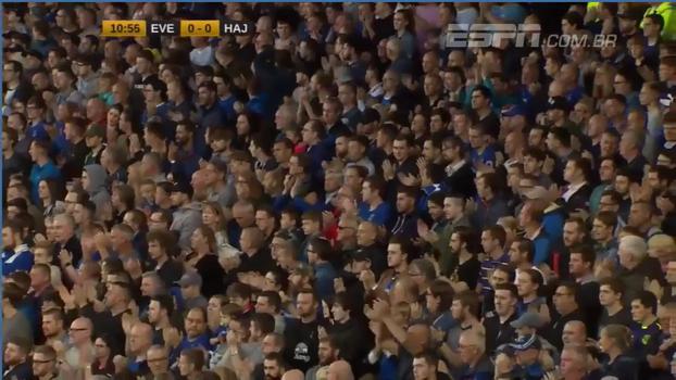 Em homenagem aos dez anos do assassinato de garoto, torcida do Everton realiza homenagem emocionante durante partida