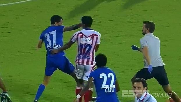 Na Índia, ex-Palmeiras agride dois jogadores e começa briga generalizada