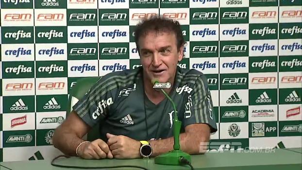 Cuca vê Palmeiras evoluindo e brinca com julgamento de Willian: 'Deu um chute no s...'