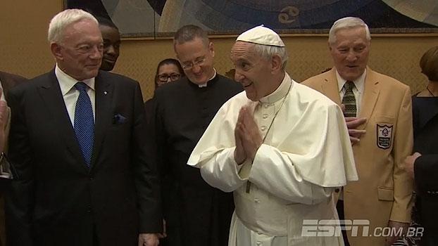 Papa Francisco recebe membros do Hall da Fama da NFL no Vaticano