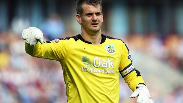 Na 2ª divisão do Inglês, goleiro do Burnley brilha e segura empate com Derby