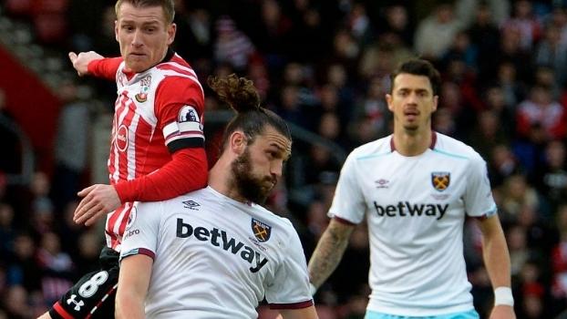 Carroll marca, West Ham bate Southampton de virada e sobe uma posição