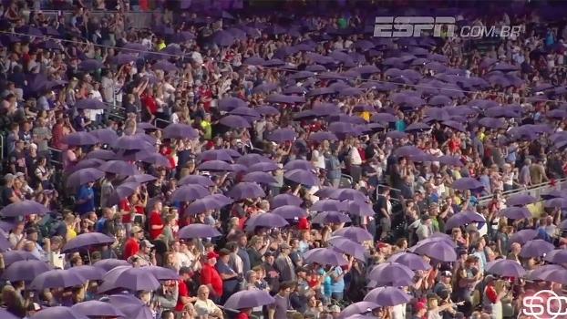 Time da MLB homenageia Prince e distribui guarda-chuvas em referência à musica 'Purple Rain'