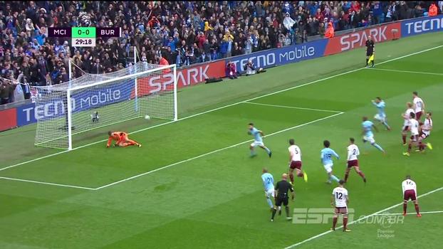 Com recorde de Aguero e Jesus reserva, City vence Burnley e ainda comemora derrota do rival Manchester United
