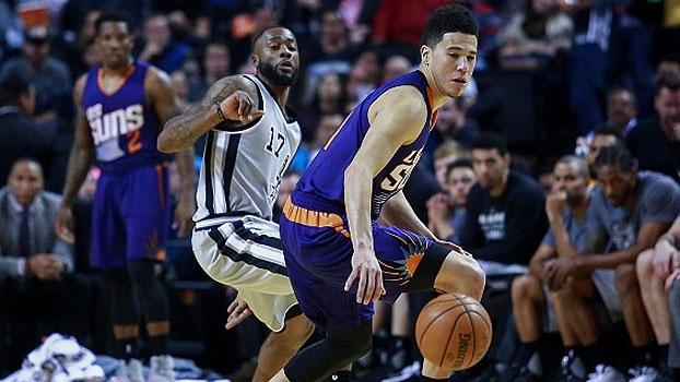 Armador de 20 anos arrebenta de novo e os Suns vencem os Spurs