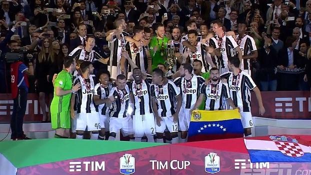 813a98e19f Juventus é campeã da Copa da Itália e jogadores fazem festa após o apito  final