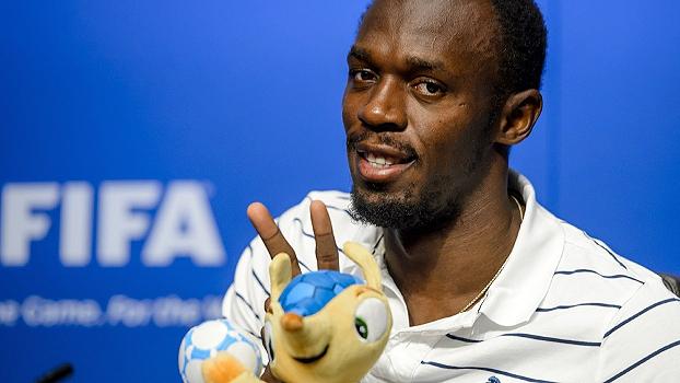 Bolt visita sede da Fifa na Suíça e ganha  Fuleco  a0d83152b469b