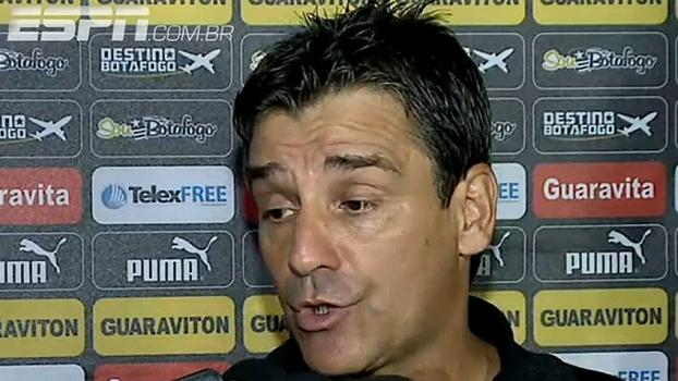 Técnico do Botafogo confirma time misto contra o Flamengo e avalia como 'trabalho muito bom'
