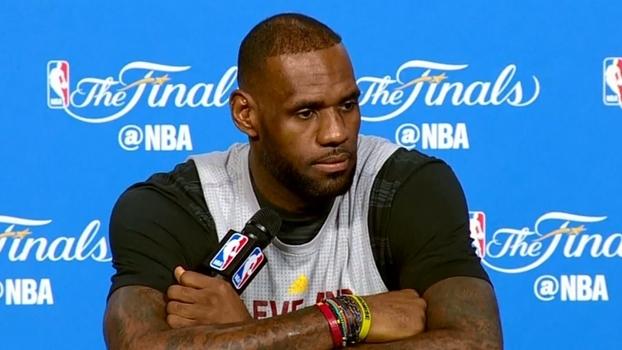LeBron se cansa de comparações: 'Não sou Michael Jordan, não sou Ali. Sou quem eu sou'