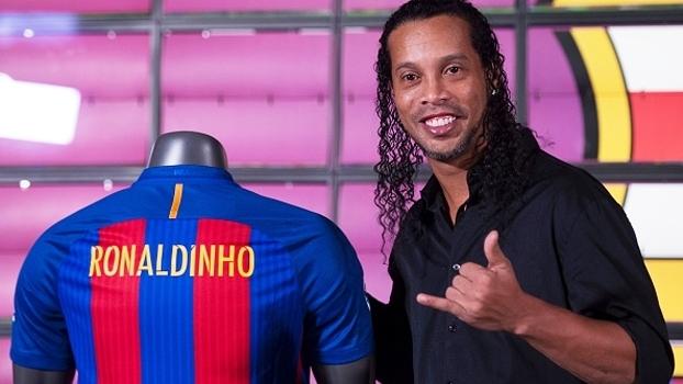 Agora embaixador, Ronaldinho promete levar o nome do Barça mais longe e elogia Neymar