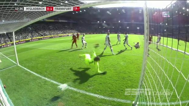Boateng marca, e Eintracht Frankfurt vence a primeira na Bundesliga