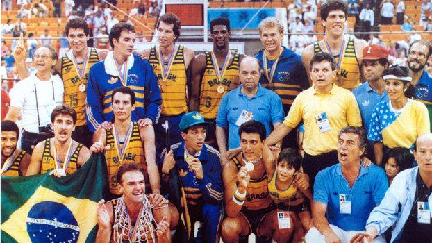 Há 30 anos, a seleção masculina de basquete voltava a ser protagonista no cenário internacional; relembre