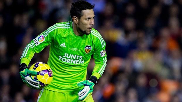 De 'X-Tudo' a pegador de pênaltis, Diego Alves é ídolo no Valencia, titular da seleção e quer chegar à Copa-2018