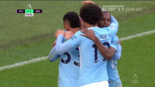Tempo real: GOL do Manchester City! Gabriel Jesus recebe cruzamento na medida de David Silva e manda para a rede