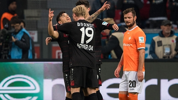 Charles Aranguiz marca, e Bayer Leverkusen vence Darmstadt