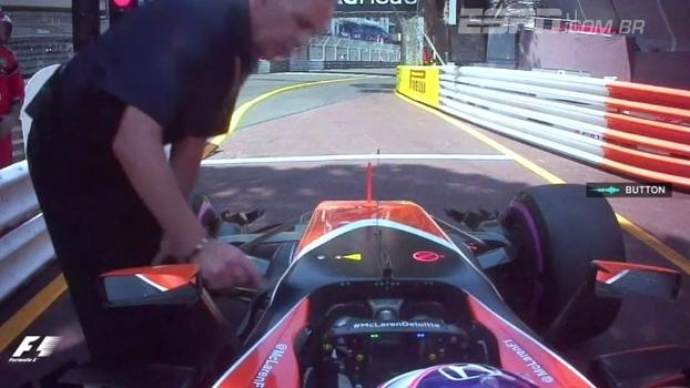'Vou fazer xixi no seu carro': veja brincadeira de Button com Alonso em Mônaco