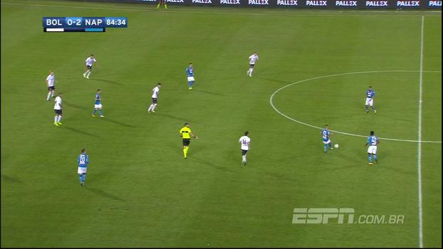 Napoli 'esconde a bola', coloca o Bologna na roda por quase dois minutos e ouve torcida gritar 'olé!'