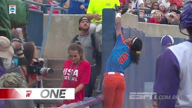Toco na WNBA e eliminação espetacular no softball universitário; veja o Top 10 do ESPN W