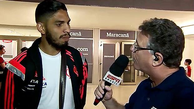 Wallace diz que não foi herói da vitória do Flamengo e surpreende repórter  Cícero Mello com f1b152765e05a