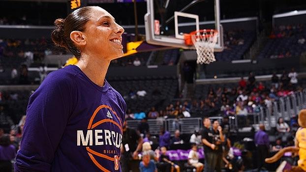 Sob os olhares de Kobe Bryant, Diana Taurasi se torna maior pontuadora da história do WNBA