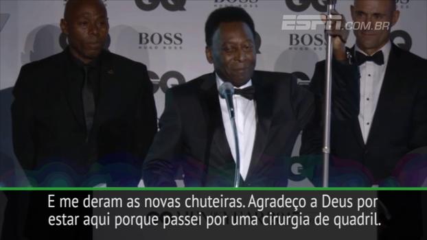 Pelé brinca sobre uso de bengala: 'Não poderei jogar o próximo jogo'