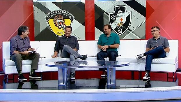 Goleiro português? João 'Canalha' conta piada no 'Bate-Bola' e Alê cai na risada