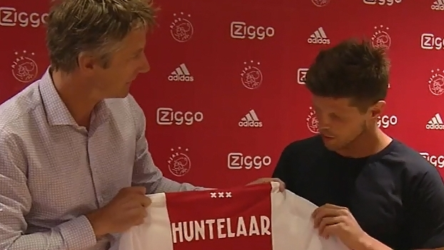 Van der Sar recepciona Huntelaar, que está de volta ao Ajax
