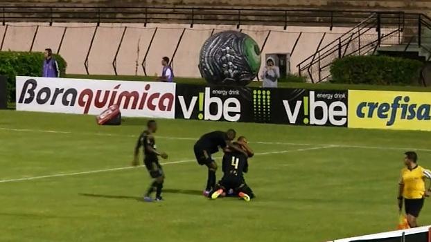 Ameaçado, radialista narra gol da vitória da Ponte agachado