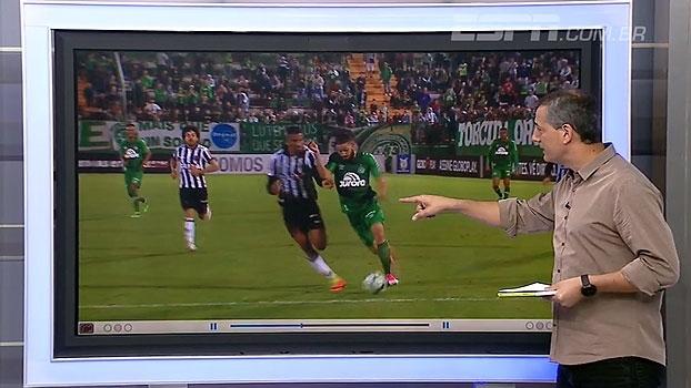 Sálvio analisa pedido de pênalti pela Chapecoense diante do Atlético-MG