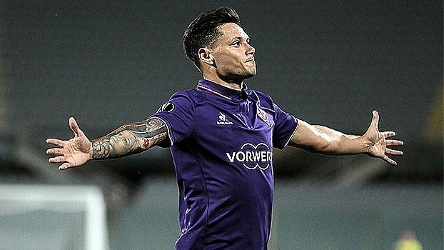 Zarate e Babacar marcam duas vezes e Fiorentina goleia Qarabag