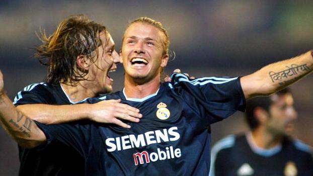 Com gols de Ronaldo e Beckham, Real Madrid superou Málaga em 2003; relembre