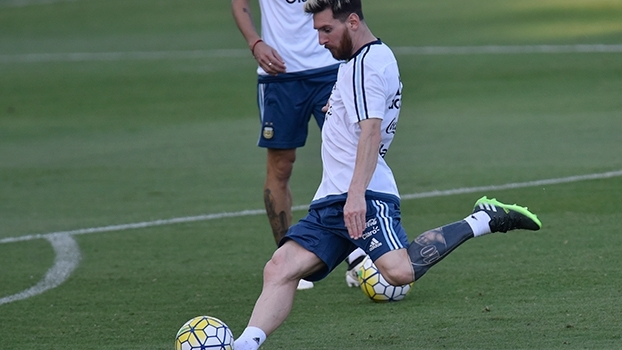 Tatuagem de Messi chama atenção em seu primeiro treino com a Argentina em  Belo Horizonte 80d2c35a78836