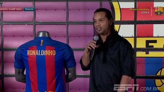 Ronaldinho Gaúcho é apresentado como embaixador do Barcelona: 'Foi aqui que mais conquistei'