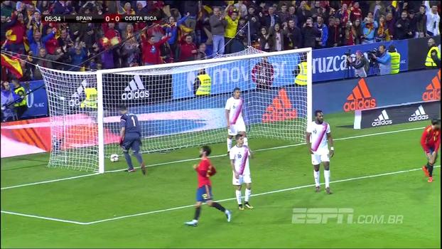 GOL da Espanha! David Silva cruza a bola da direita, a bola passa por todo mundo e Alba completa