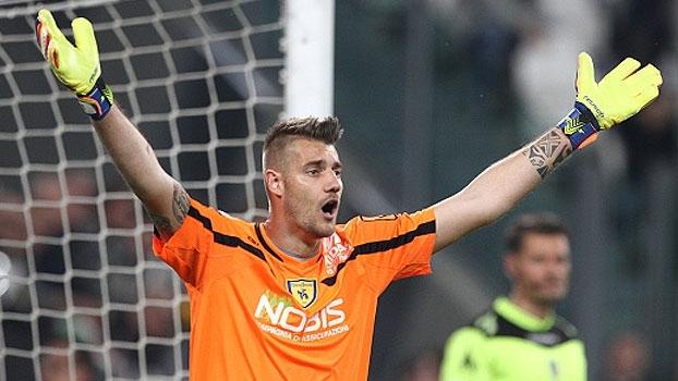 Mão de pau! Falhando em mais da metade dos gols do Chievo, Seculin protagoniza as pixotadas