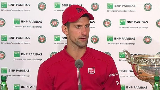 Djokovic diz que sentiu clima diferente em Paris neste ano e comemora troféu: 'Momento emocionante'