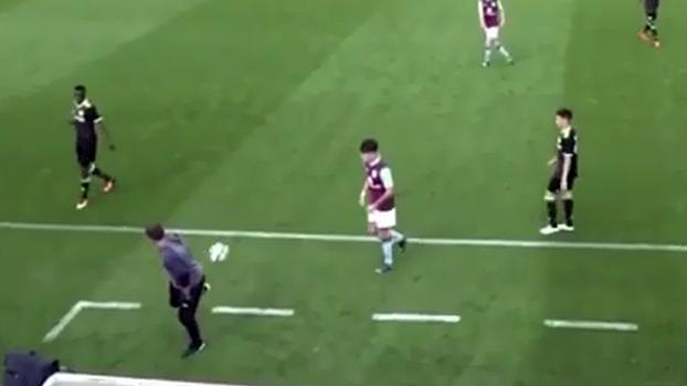 Técnico do time juvenil do Chelsea esbanja habilidade no domínio de bola