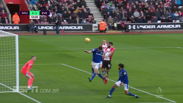 Sigurdsson faz golaço, mas Southampton goleia e Everton segue sofrendo na Premier League
