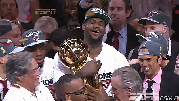 Há 4 anos, LeBron conquistava seu primeiro título da NBA pelo Miami Heat; relembre