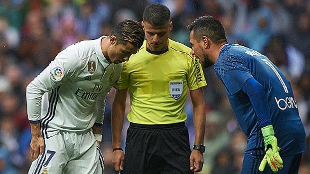 Parando Cristiano Ronaldo mais uma vez, Diego Alves é destaque entre as muralhas da rodada