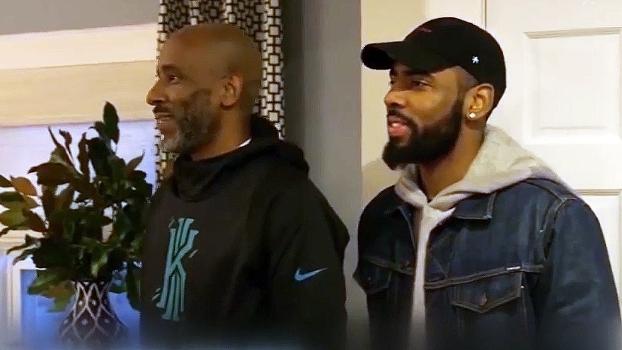 Kyrie Irving reforma a casa do pai e se emociona com surpresa da irmã; assista