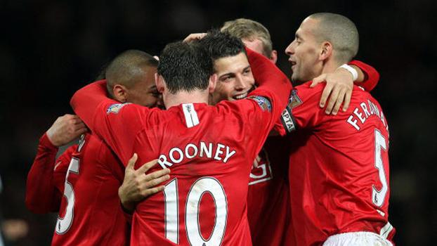 Cristiano Ronaldo e Tévez, juntos, anotaram 5 gols, e Manchester United detonou o Newcastle em 2008
