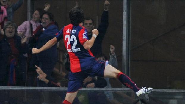 Diego Milito fez dois, De Rossi foi expulso, e Genoa venceu Roma em 2008
