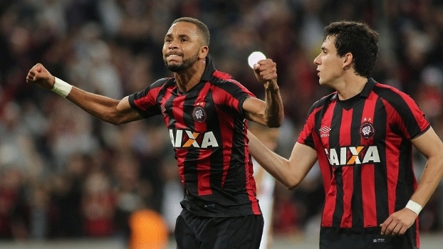 Brasileiro: Gols de Atlético-PR 3 x 1 Chapecoense