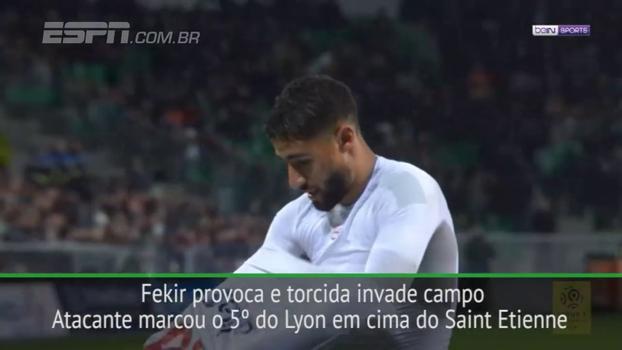 Meia do Lyon imita comemoração de Messi e enfurece torcida do St. Étienne, que invade o campo